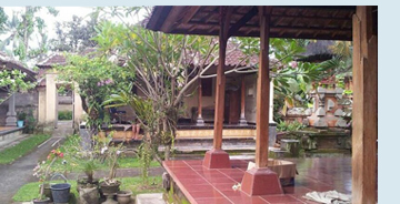 Photo of a 	 	Balinese family compound.